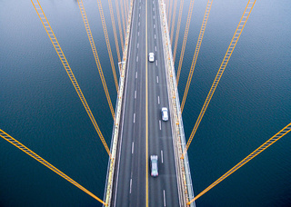 Suspected drunk driver jumps off bridge