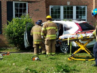 16-year-old driver crashes into vacant home