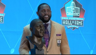 Baltimore holds parade in honor of Ray Lewis