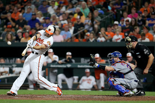 Late-inning runs lift O's over Mets